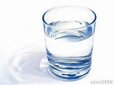 Gambar Air Putih Dalam Gelas Gambar 06