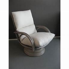 fauteuil en rotin pivotant haut dossier gris