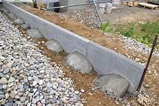 hochwertige baustoffe rasenkantensteine betonieren