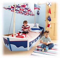 lit bateau enfant lit enfant chambre enfant et deco