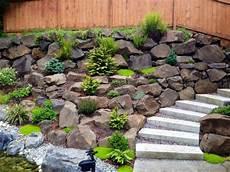 steingarten anlegen ideen steingarten gestalten hang niedriggewaechse moos