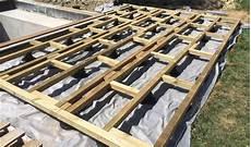 pose lambourde terrasse bois comment faire le lien avec une piscine le guide des