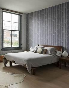 tapeten beispiele schlafzimmer tapete in grau stilvolle vorschl 228 ge f 252 r wandgestaltung