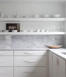16 favorite solid marble kitchen backsplashes for maximum