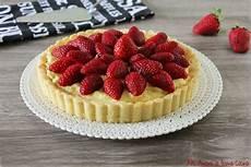 crostata con crema pasticcera e fragole crostata con crema pasticcera ricotta e fragole ricette di biscotti pasticceria e fragole