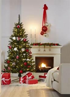 Weihnachten Klassisch Mit Rot Weisser Dekoration Bei