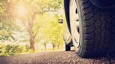 comment gonfler ses pneus comment bien gonfler ses pneus pour faire des 233 conomies