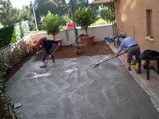 cemento per pavimenti esterni gettata calcestruzzo con pompa idraulica pavimenti in