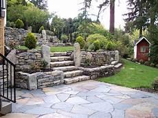 amenagement de jardin avec des pierres 10 custom retaining wall designs for portland landscaping