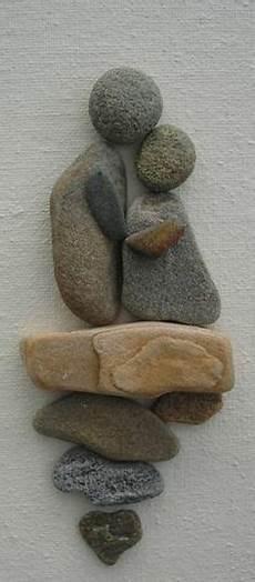 dekoration mit steinen zwei menschen figuren hochzeit