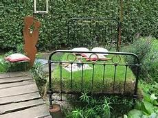 ein bett im garten g 228 rtnerei picker borken garten