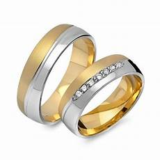 wedding rings germany finger what does a non golden ring the right ring finger of a 20 something year old in