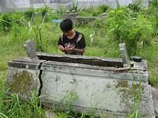 Perjalanan Pulang Tangisan Di Tanah Kuburan