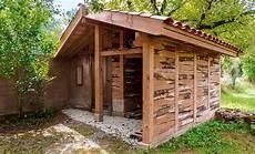 comment installer un abri de jardin en bois monter un chalet et un appentis en bois dans jardin