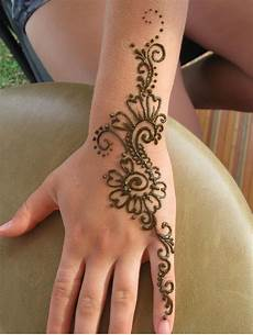 11 awesome and elegant henna tattoo ideas awesome 11