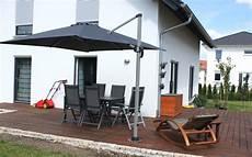 sonnenschirm für terrasse wir bauen ein haus terrasse mit sonnenschirm