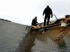 dachziegel verlegen anleitung dachdecker decken eingebunden biberkehle mit gr 252 nen bibern