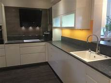 küche weiß hochglanz arbeitsplatte k 220 chenzeile wei 195 ÿ arbeitsplatte anthrazit free ausmalbilder
