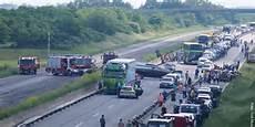 A9 Unfall Heute - unfall auf der a9 pkw mit bootsanh 228 nger kracht in