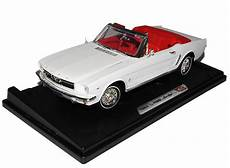 Ford Mustang 1964 1 2 Cabrio Weiss 1 18 Motormax Modell