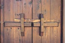 système de fermeture de porte closed wooden door with locking bar vintage stock image image of japanese entry 73398445