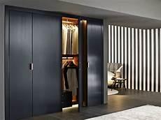 kleiderschrank beleuchtung innen begehbarer kleiderschrank system mit modernem design