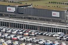 ber vw parkplatz vw mietet flughafen ber als lagerfl 228 che volkswagen news