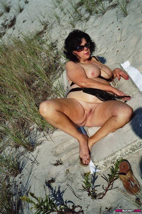 Horny Wife Beach