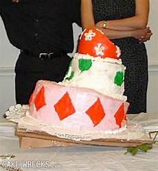 25 hilarious wedding cake fails