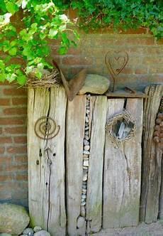 Steine Im Holzbalken Garten Garten Deko Und Garten Ideen