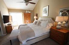 paint color to match pine furniture 1000 ideas about oak bedroom on pinterest oak bedroom