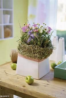 gestecke mit hortensienblüten landliebe gestecke mit heu umkr 228 nzt tiziano