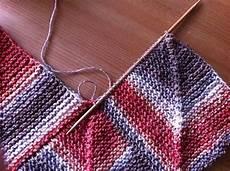 wie streicht eine decke babydecke anleitung quadrate stricken stricken zusammenn 228 hen und patchworkdecke stricken