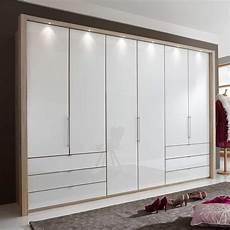kleiderschrank schlafzimmer schlafzimmer kleiderschrank bosays mit faltt 252 ren wohnen de