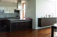 küche dunkler boden sch 214 ner wohnen wettbewerb haus des jahres 2009 pl 228 tze 6