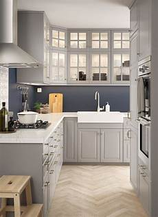 bodbyn and marble l shaped kitchen with traditional wall