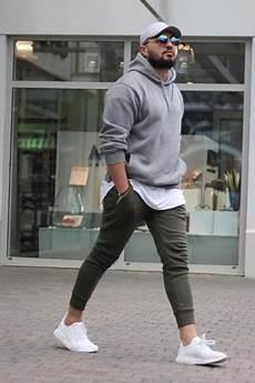 Sport Et Style Look Sportswear Porter Un Hoodie Homme Avec Un Sweatpant