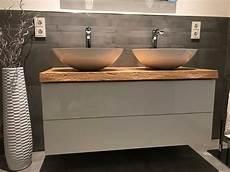 waschbeckenunterschrank hängend ikea waschtisch platte brett konsole baumkante massiv holz