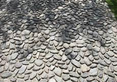 kieselsteine in beton verlegen pflasterformate kiesel und mosaikpflaster f 252 r wege