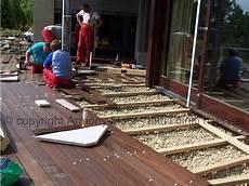 pavimenti in legno per giardini posa pavimento in legno per esterno