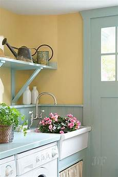 Wandfarbe Lila Kombinieren - turquoise mudroom features mustard yellow paint on