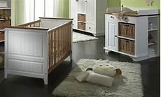 wickelkommode und babybett babybett wickelkommode unterbauregal wei 223 honig kiefer massiv