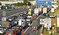 Zweite Reisewelle Sorgt F 252 R Staus Und Volle Autobahnen