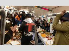 New York: Subway riders enjoy Thanksgiving dinner inside