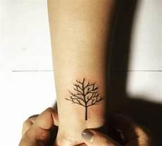 tatouage d arbre poignet tatuering