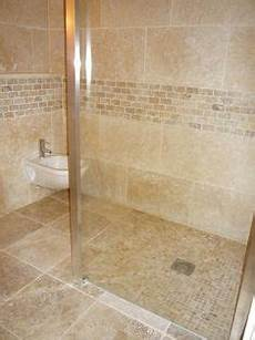 carrelage salle de bain travertin 20 meilleures images du tableau salle de bain travertin en