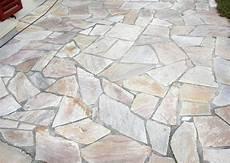terrassenplatten naturstein polygonalbelag neue terrasse