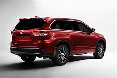Toyota To Unveil The Refreshed 2017 Highlander In New York