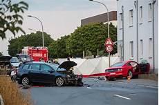 In Den Gegenverkehr Geschleudert Mustang Fahrer Stirbt