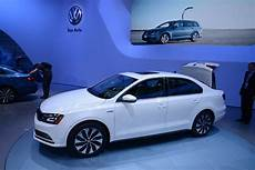 vw jetta mqb updates 2015 vw jetta joins new golf gti and r in new york